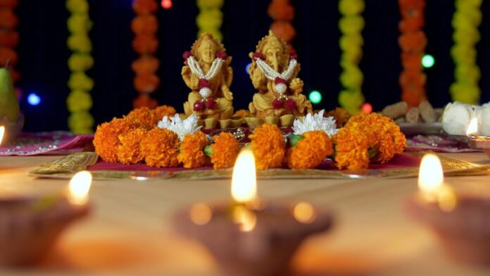 Exclusive Collection of Laxmi Ganesh Idols Online